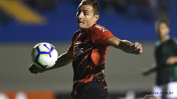 Marco Ruben enfrenta o Goiás