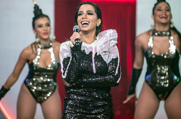 Anitta constrange André Marques ao fazer revelação íntima