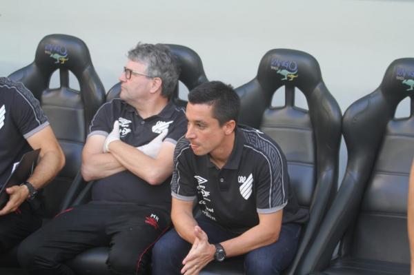 Eduardo Barros (à direita)