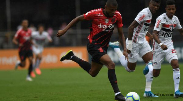 Marcelo Cirino enfrenta o São Paulo no Morumbi