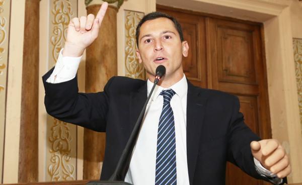 """Pier Petruzziello (PTB): """"Não adianta politicagem"""""""