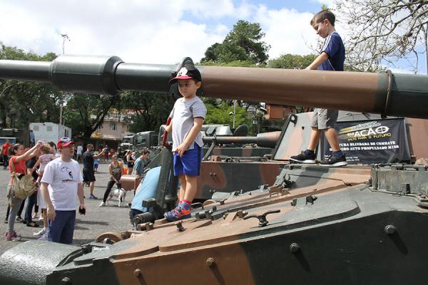 Tanques em exposição