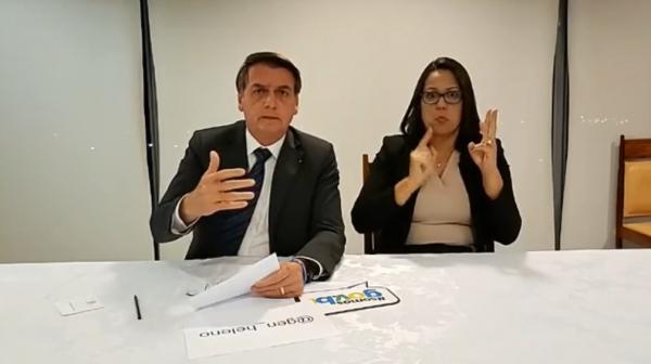 """Bolsonaro: em live no Facebook, presidente criticou líder francês por dizer que Amazônia é """"nossa casa"""""""