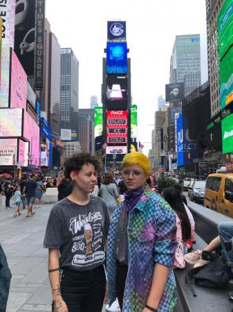 Kimberly Neves (teclados, sintetizadores e vocal) e Natana Alvarenga (guitarra e vocal) montaram a Napkin em 2013
