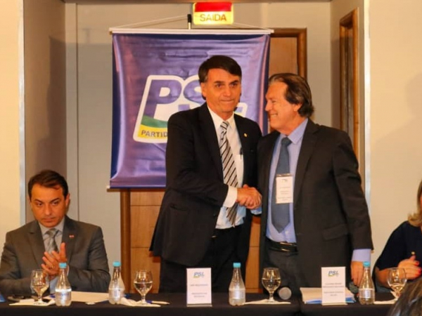 Bolsonaro e o presidente do PSL: apoio a Maia em troca do comando de comissões importantes e vice-presidência