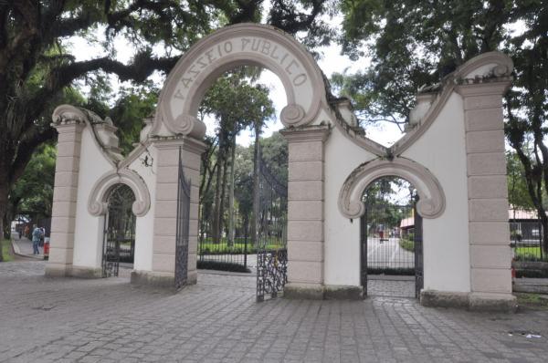 Passeio Público está entre os parques fechados