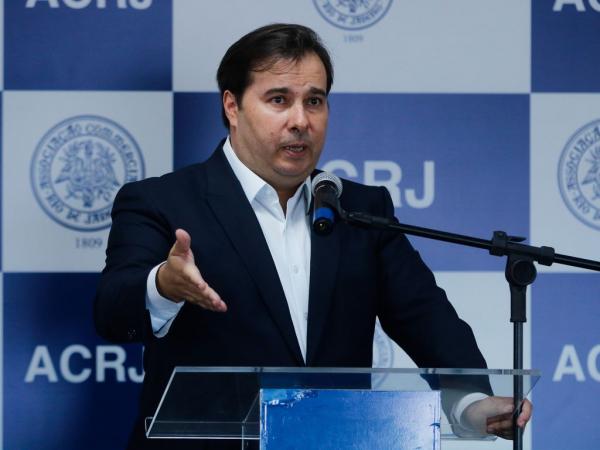 Maia: presidente da Câmara disse que deputados e senadores estão abertos para dialogar sobre reduções de salários