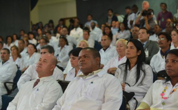 Mais Médicos passa a contar com 1,3 mil brasileiros formados no exterior