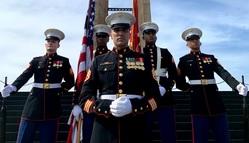 Fuzileiros navais do Consulado-Geral dos EUA no Rio de Janeiro comemoram o Dia da Independência dos EUA e homenageiam os veteranos brasileiros da Segunda Guerra Mundial
