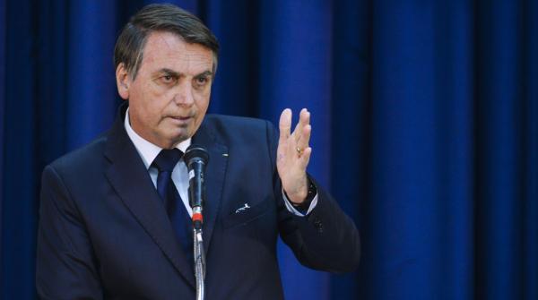 """Bolsonaro: """"Essa função, tem decisão do Supremo, não é nepotismo, eu jamais faria isso"""""""