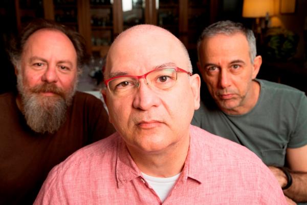 Bi, Herbert e Barone passam a limpo os grandes sucessos dos mais de 30 anos de carreira.