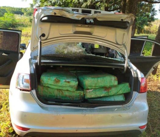 Denúncia anônima apontou que veículo estaria abandonado próximo à uma mata