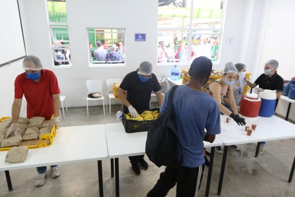 Lanche servido no Restaurante Popular da Matriz: para os mais vulneráveis