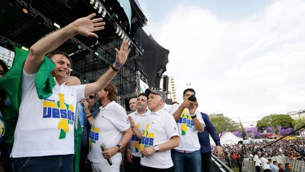 """Bolsonaro na marcha para Jesus: """"Agora se não tiver uma boa reforma política e o povo quiser, estamos aí para continuar mais quatro anos"""""""
