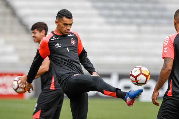 O goleiro Santos