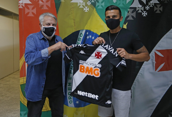 Guilherme Parede (à direita) é apresentado pelo Vasco