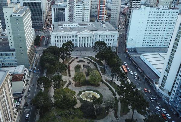 Região da Praça Santos Andrade é uma das mais procuradas pelos estudantes, por causa da UFPR