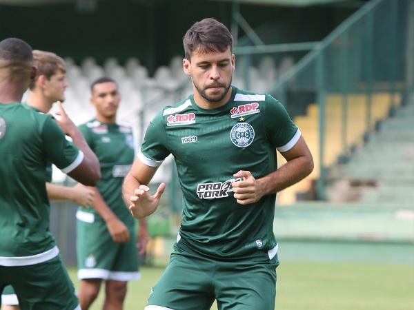 O lateral Felipe Mattioni: recuperado