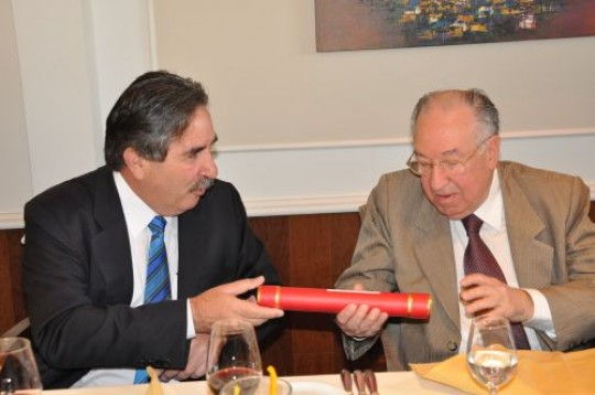 Foto de 2011, quando Cid Campelo (à direita) recebeu homenagem da OAB pelos 50 anos de exercício da advocacia