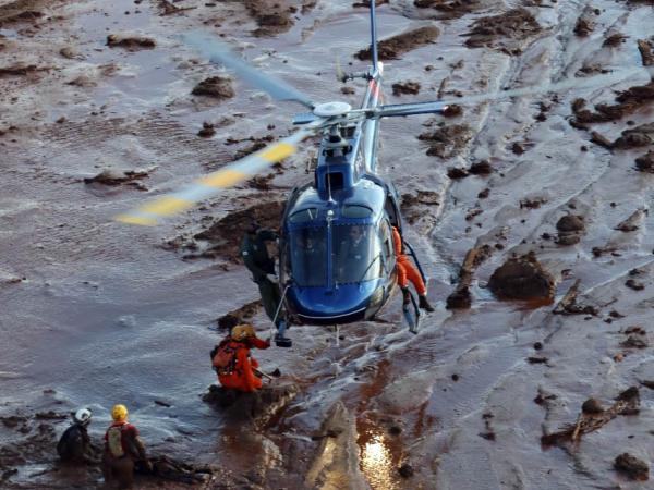 Resgate de helicóptero na lama de Brumadinho