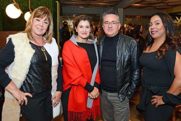 Cintia Helm, proprietária da Impermix, os arquitetos Luciana Patrão e Sérgio Valliatti e a gerente do Espaço Impermix Luciane Benevides
