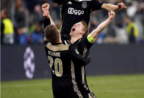 De Ligt comemora gol sobre a Juventus