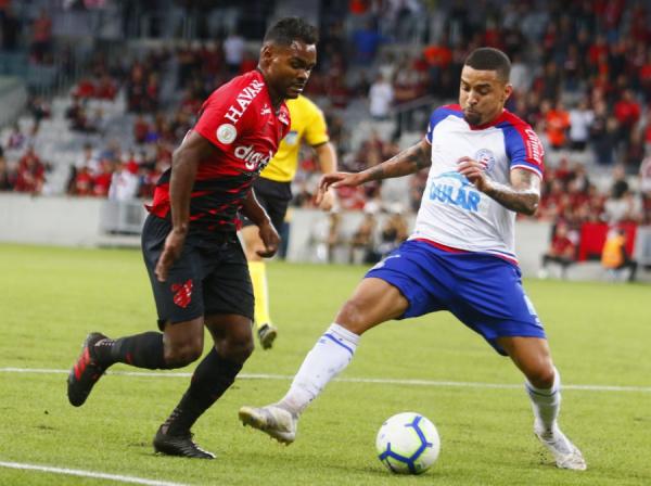 Nikão contra o Bahia: neste sábado, ídolo atleticano precisou deixar o campo logo no início da partida, lesionado
