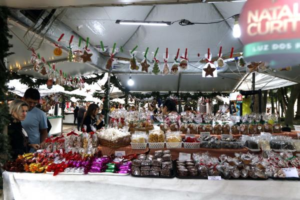 Comidinhas e panetones nas praças de Curitiba neste Natal