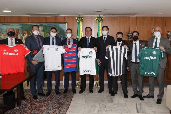 Bolsonaro com dirigentes de oito clubes, na semana passada