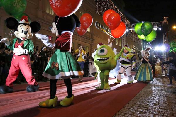 Parada de Natal no Shopping Mueller: promoção da data