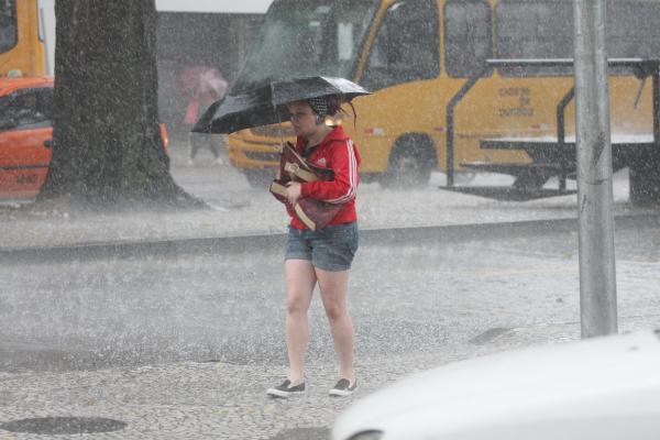 Antes da onda de frio, Paraná encara ciclone extratropical com chuvas e ventos fortes