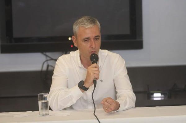 Tiago Nunes em entrevista coletiva, nessa quarta-feira