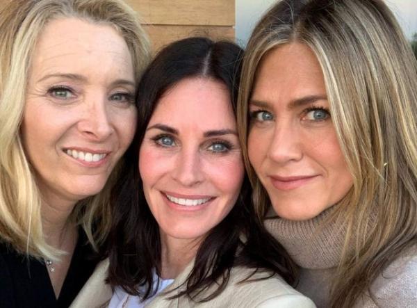 Friends: Courtney Cox publicou foto ao lado de Jennifer Aniston e Lisa Kudrow