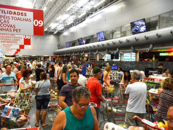 Com feriados e fins de semana prolongados, supermercados podem perder este ano R$ 1,93 bilhão, diz Fecomércio