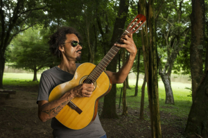 Tiago Bigode faz show beneficente em prol do Playing For Change
