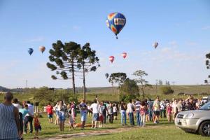 Balões mudam a paisagem do Parque de Vila Velha. Veja como foi