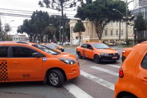 Após protestos, prefeitura de Curitiba amplia exigências para aplicativos de transporte