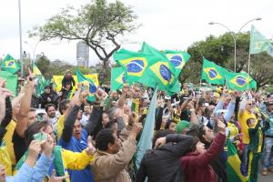 Manifestação pró-governo divide base de Bolsonaro