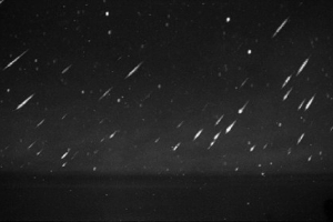 Madrugada de segunda terá chuva de meteoros de 'restos' do Cometa Halley; saiba como ver