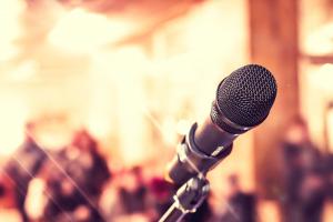 Quatro karaokês supimpas para você soltar a voz em Curitiba