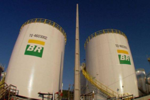Petrobras anuncia gasolina mais barata nas refinarias a partir deste sábado