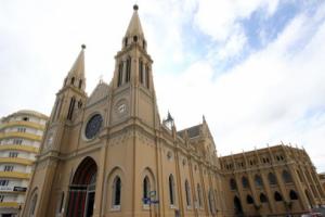 Na Semana Santa, Igreja Católica transmite missas e incentiva orações em casa