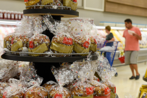 Panetones nos supermercados anunciam 'chegada' do Natal