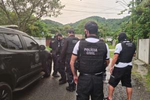 Três suspeitos são preso em ação contra tráfico de drogas e homicídios em Matinhos