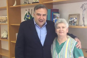 Cláudia Silvano é convidada e aceita permanecer no comando do Procon-PR