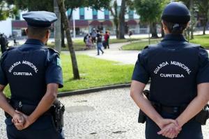 Justiça determina que Prefeitura de Curitiba afaste guardas municipais com 60 anos ou mais e forneça EPIs à categoria