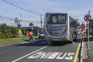 Faixa exclusiva para ônibus da Mario Tourinho começa a valer