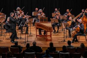 Orquestra de Câmara de Curitiba faz apresentação com público na Capela Santa Maria