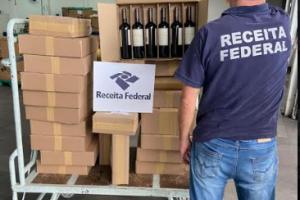 Receita Federal apreende 22 mil garrafas de vinho e espumantes contrabandeados