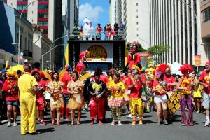 Brasileiro deve gastar R$ 633 em média no Carnaval, diz pesquisa